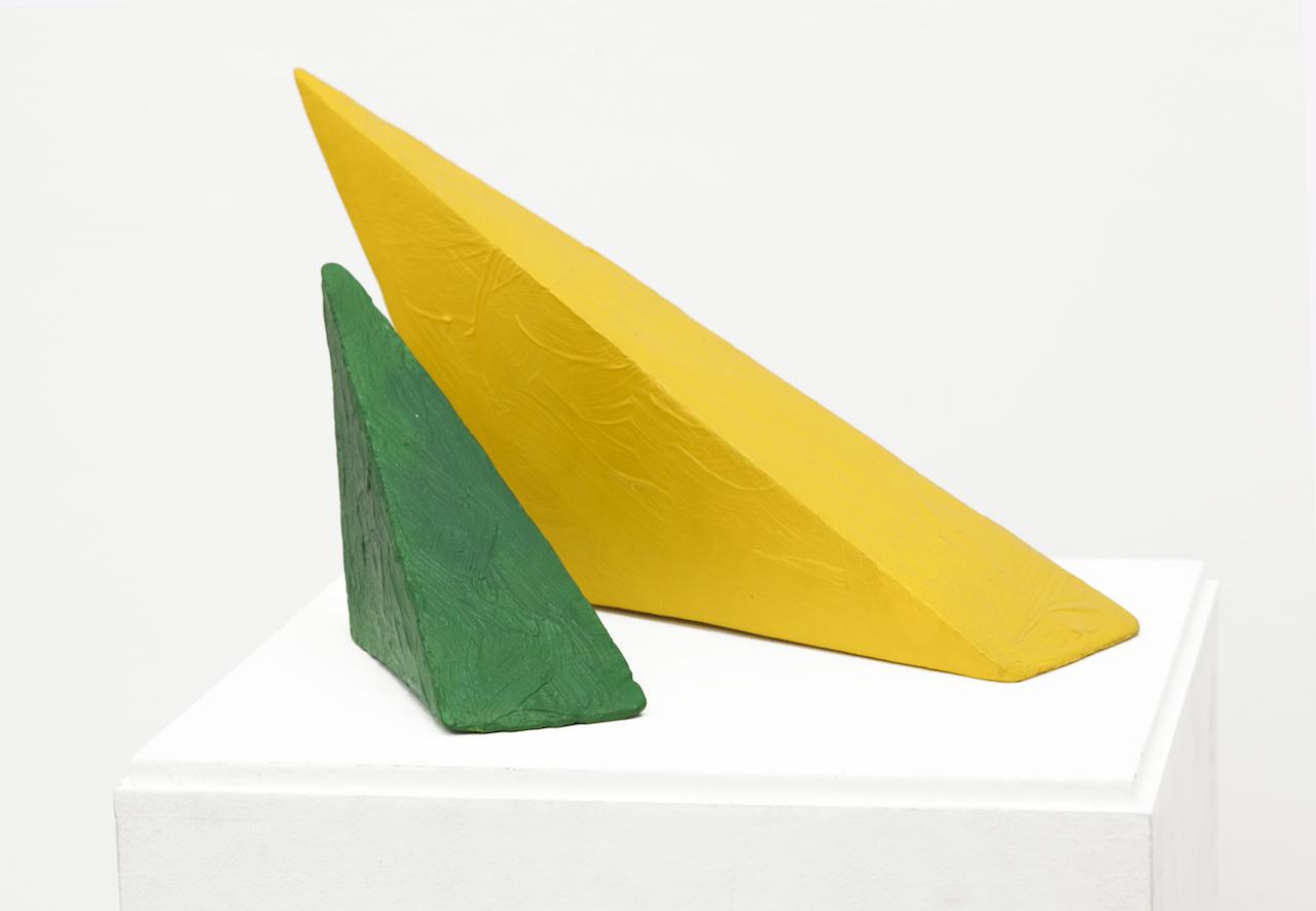 4. Eduardo Costa, PRIMERA INTERACCIÓN DE DOS PINTURAS VOLUMÉTRICAS, 1998 - 1999, Pintura acílica sólida 20 x 38,5 x 22 cm instalado