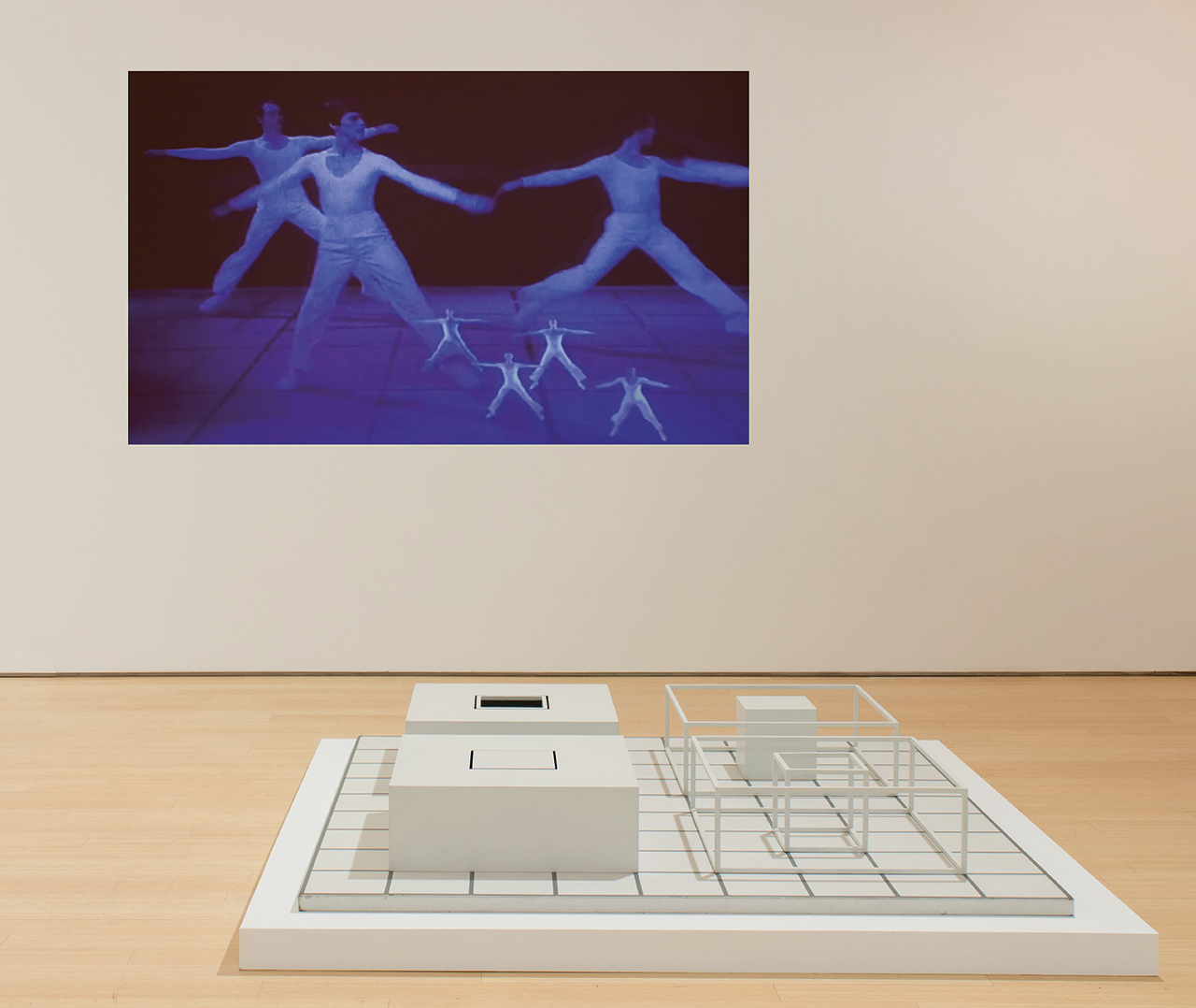 """Lucinda Childs's 'Dance' (1979) and Sol LeWitt's """"Serial Project ABCD 5"""" installed at Loretta Howard Gallery (all images courtesy Loretta Howard Gallery unless otherwise noted)"""