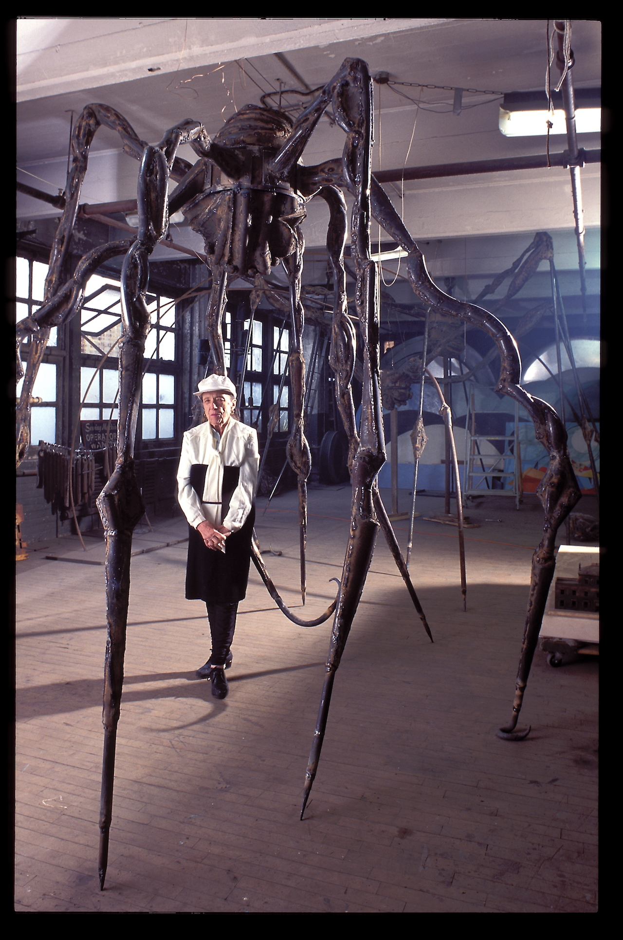 Louise Bourgeois with 'Maman,' Brooklyn (photo © Jean-François Jaussaud / Art: © The Easton Foundation)