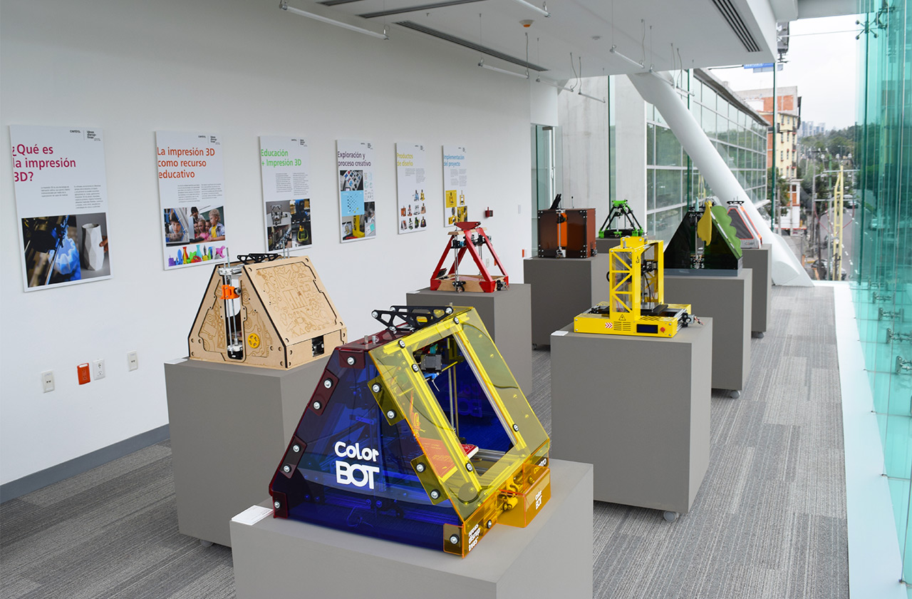 An exhibit on 3D printers at CENTRO