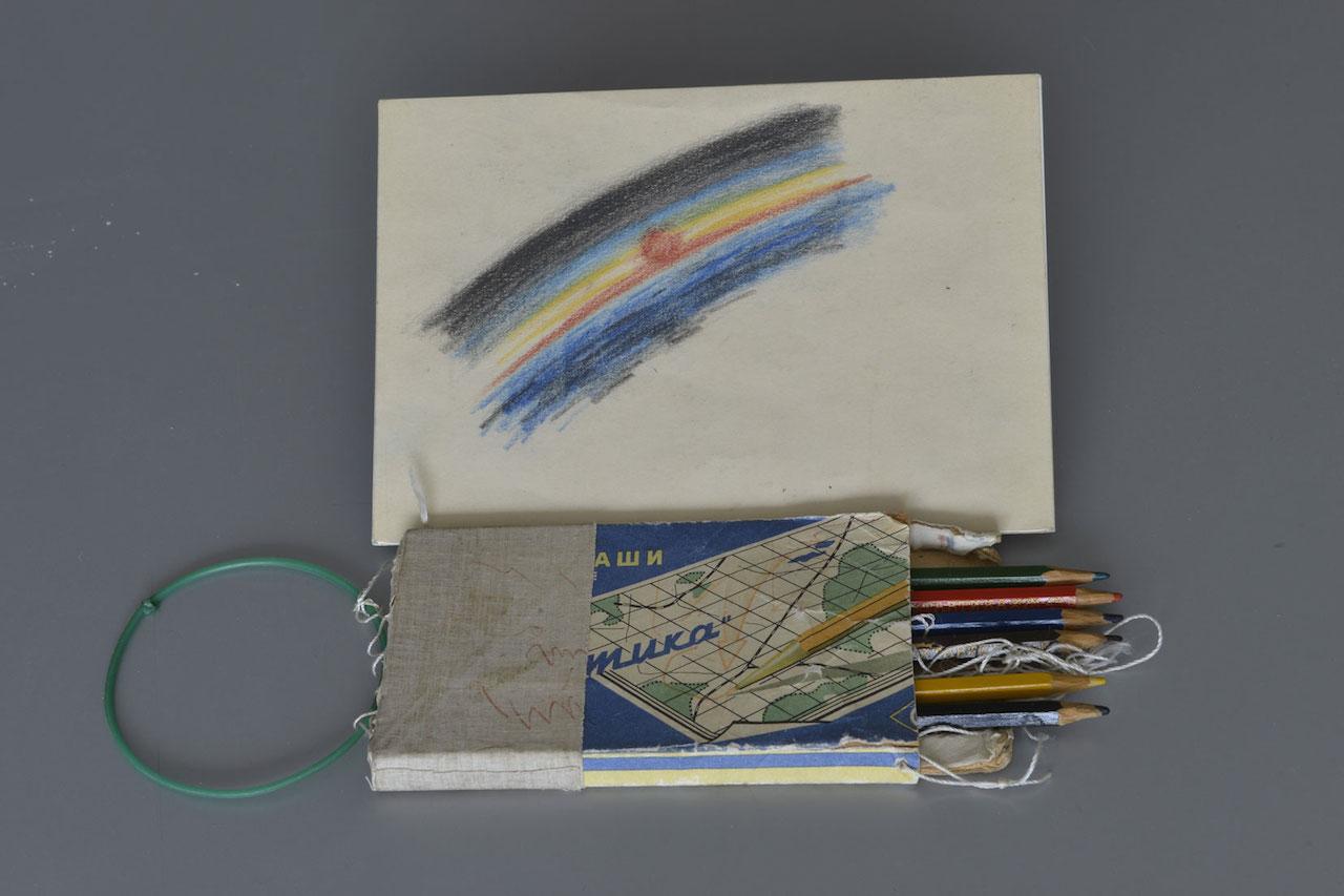 Taktika pencils used by Alexei Leonov on board Voskhod 2 (1965) (© Museum of the Yuri Gagarin Cosmonaut Training Centre)