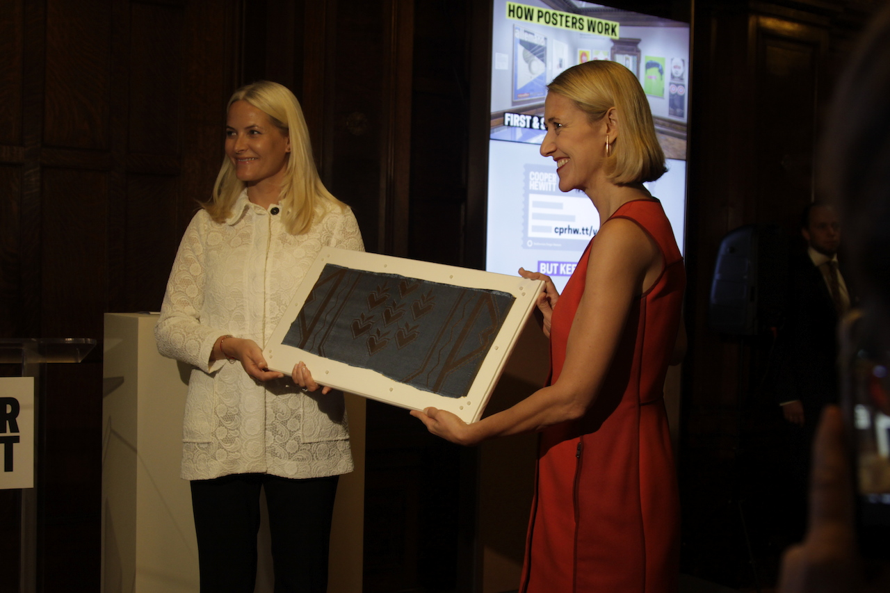 Cooper-Hewitt Director Caroline Baumann receiving the textile from Crown Princess Mette-Marit of Norway (courtesy Cooper Hewitt, Smithsonian Design Museum)