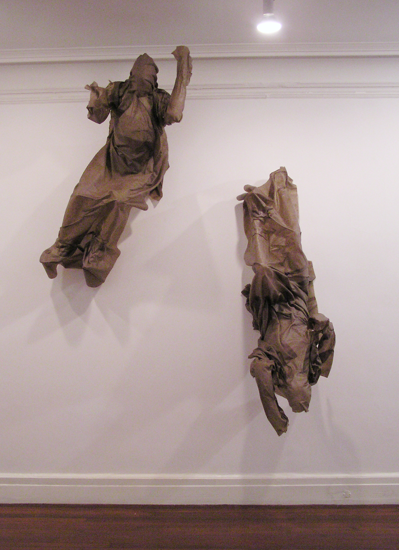 """Robert Morris, """"Jumpers"""" (2014–15), linen and resin, 138 x 84 x 37 inches (photo by the author for Hyperallergic) (click to enlarge)"""