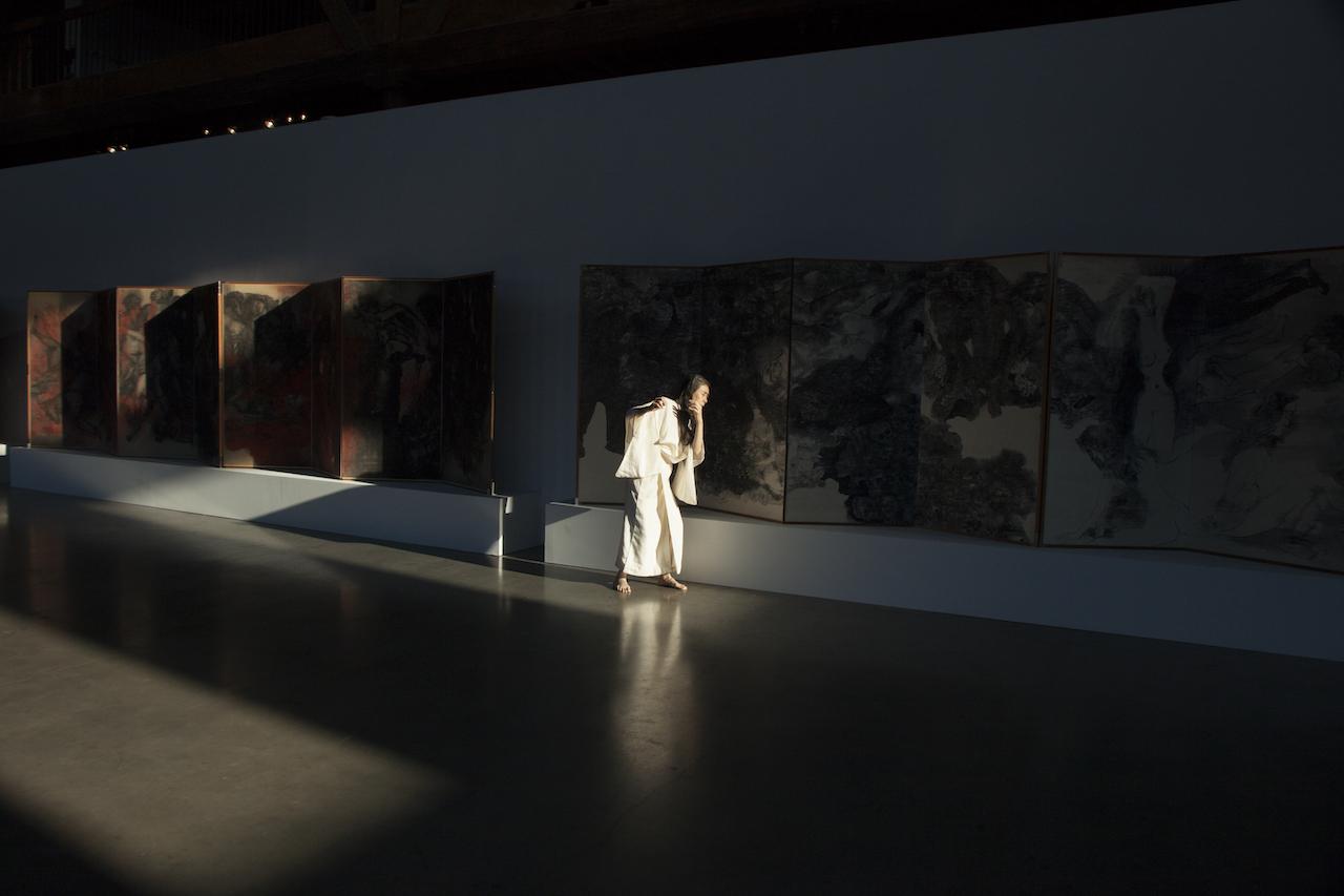 Eiko Otake, A Body in a Gallery. Performance. Photo: © Cecilia Mezulic. Courtesy of Pioneer Works