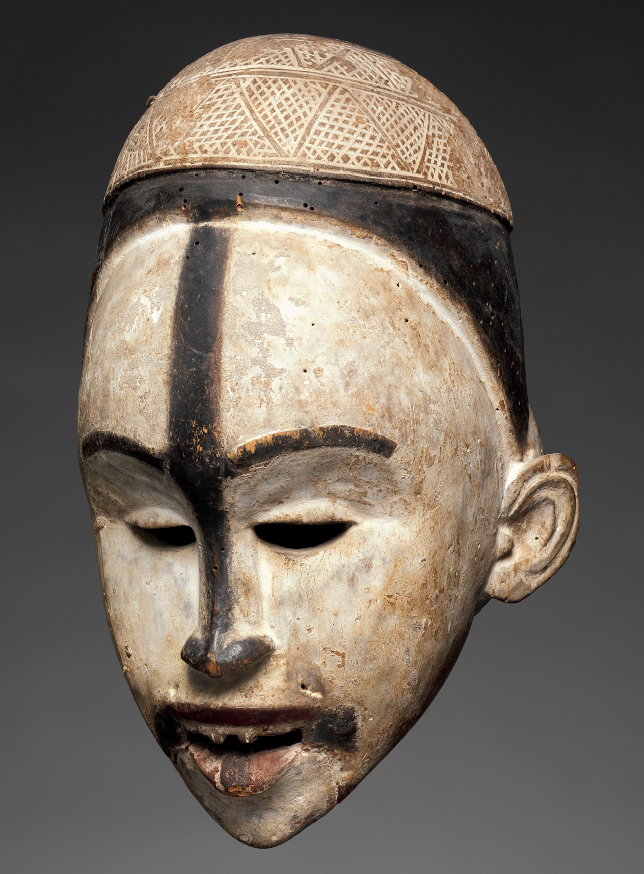 Mask, Kongo peoples, Yombe group, Democratic Republic of the Congo, Republic of the Congo, or Cabinda, Angola (photo Courtesy of the Metropolitan Museum of Art)