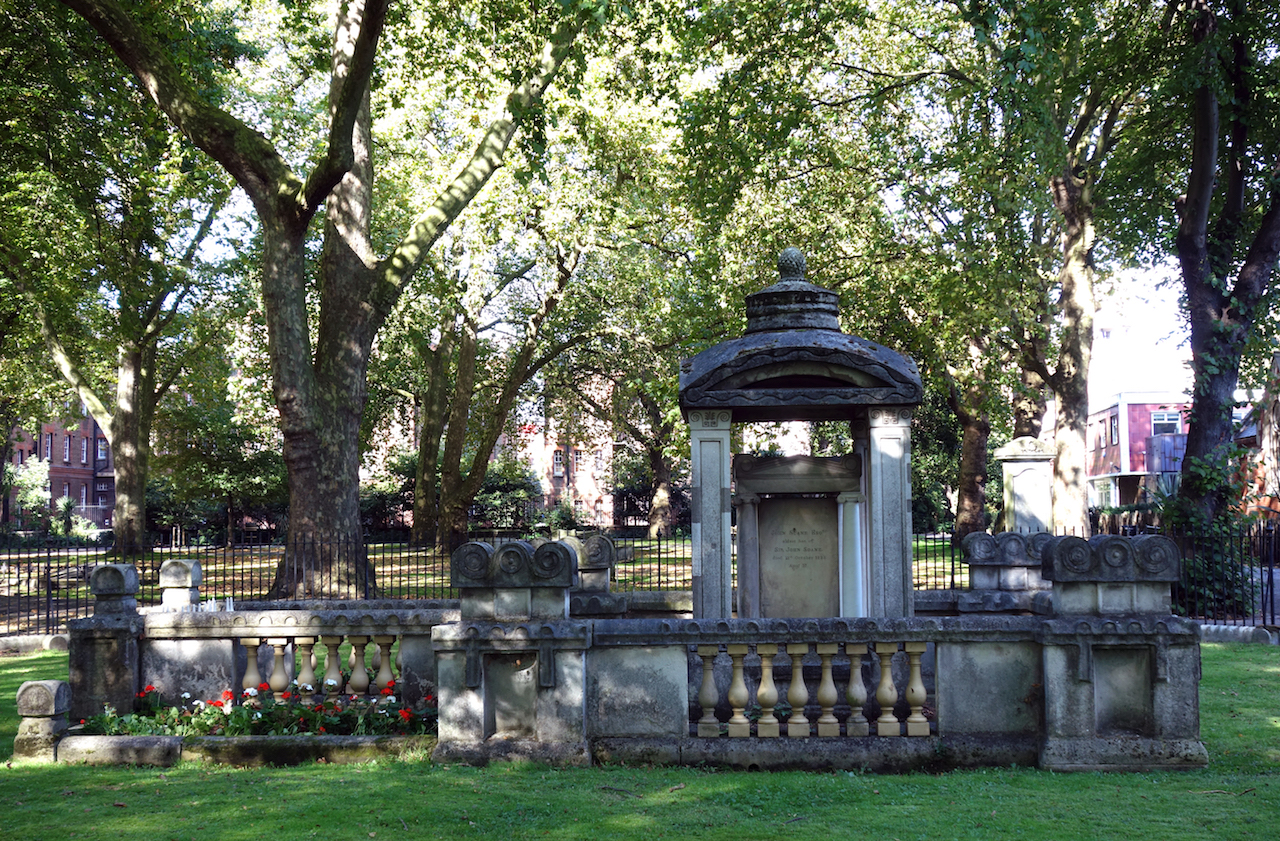 The Soane family tomb in London's Old St Pancras churchyard (photo by the author for Hyperallergic)