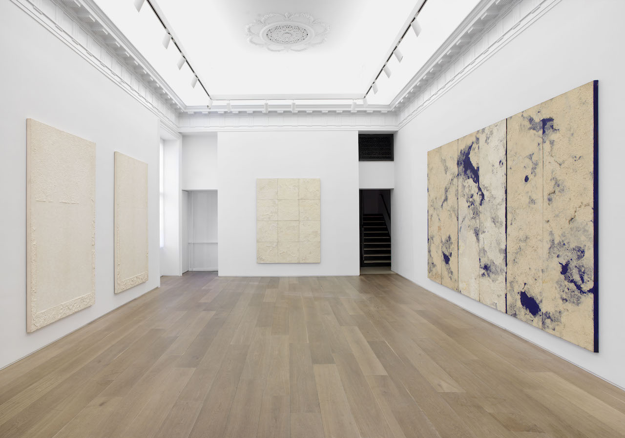 View of the exhibition 'Meditation' at Galerie Perrotin (photo by Guillaume Ziccarelli, courtesy Galerie Perrotin)