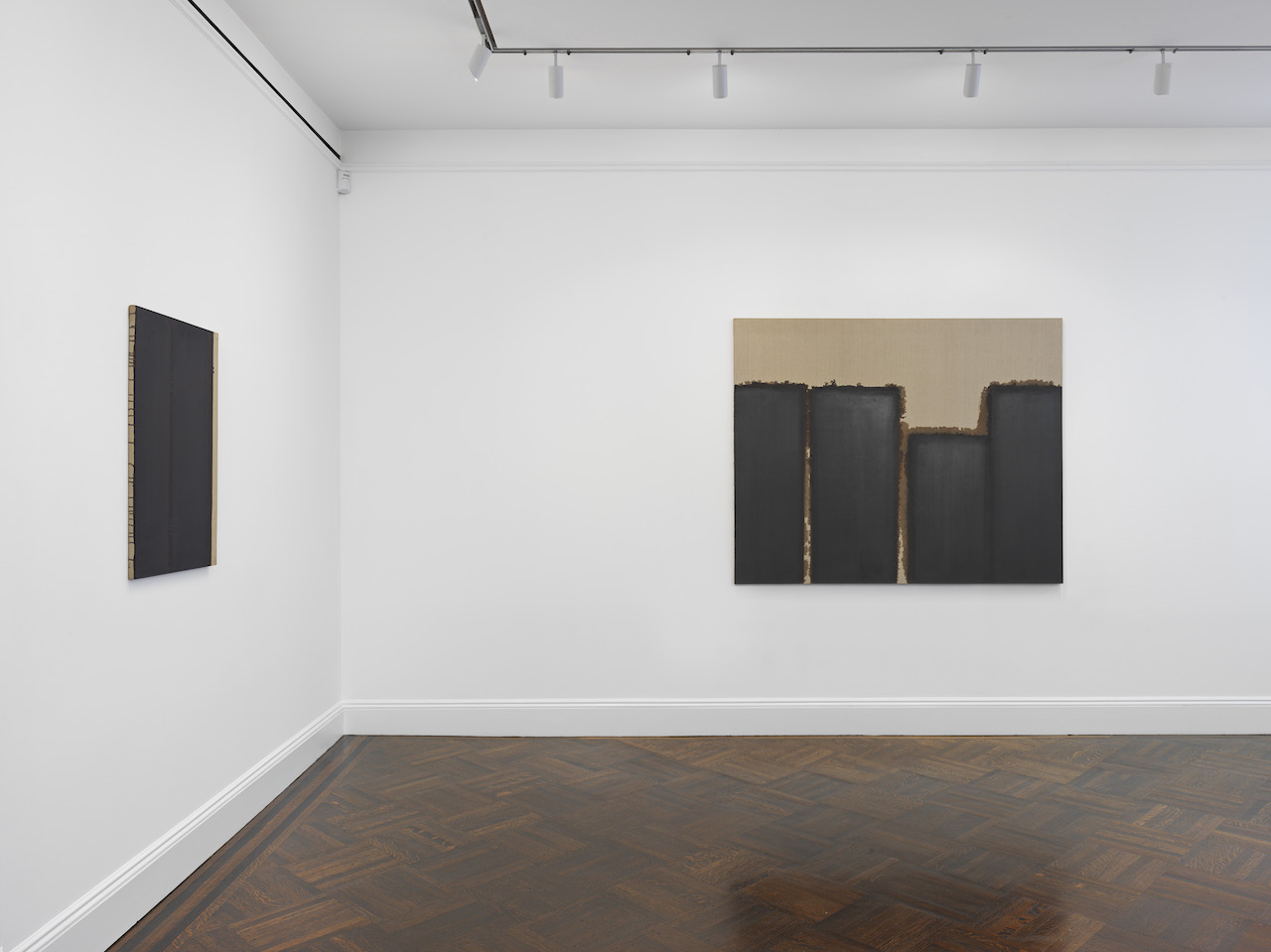 Korea s monochrome painting movement is having a new york for Minimal art gallery