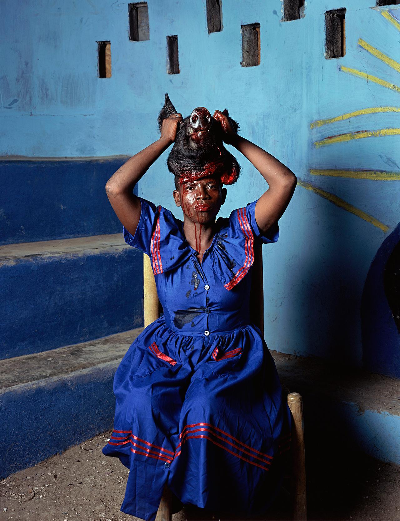 """Deana Lawson, """"As Above So Below, Port-au-Prince, Haiti"""" (2013) (© Deana Lawson, courtesy Rhona Hoffman Gallery, Chicago)"""