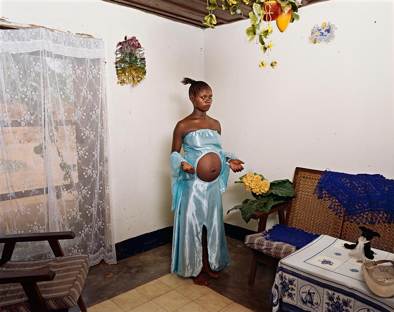 Deana Lawson. Mama Goma, Gemena, DR Congo, 2014 © Deana Lawson. Courtesy of Rhona Hoffman Gallery, Chicago.