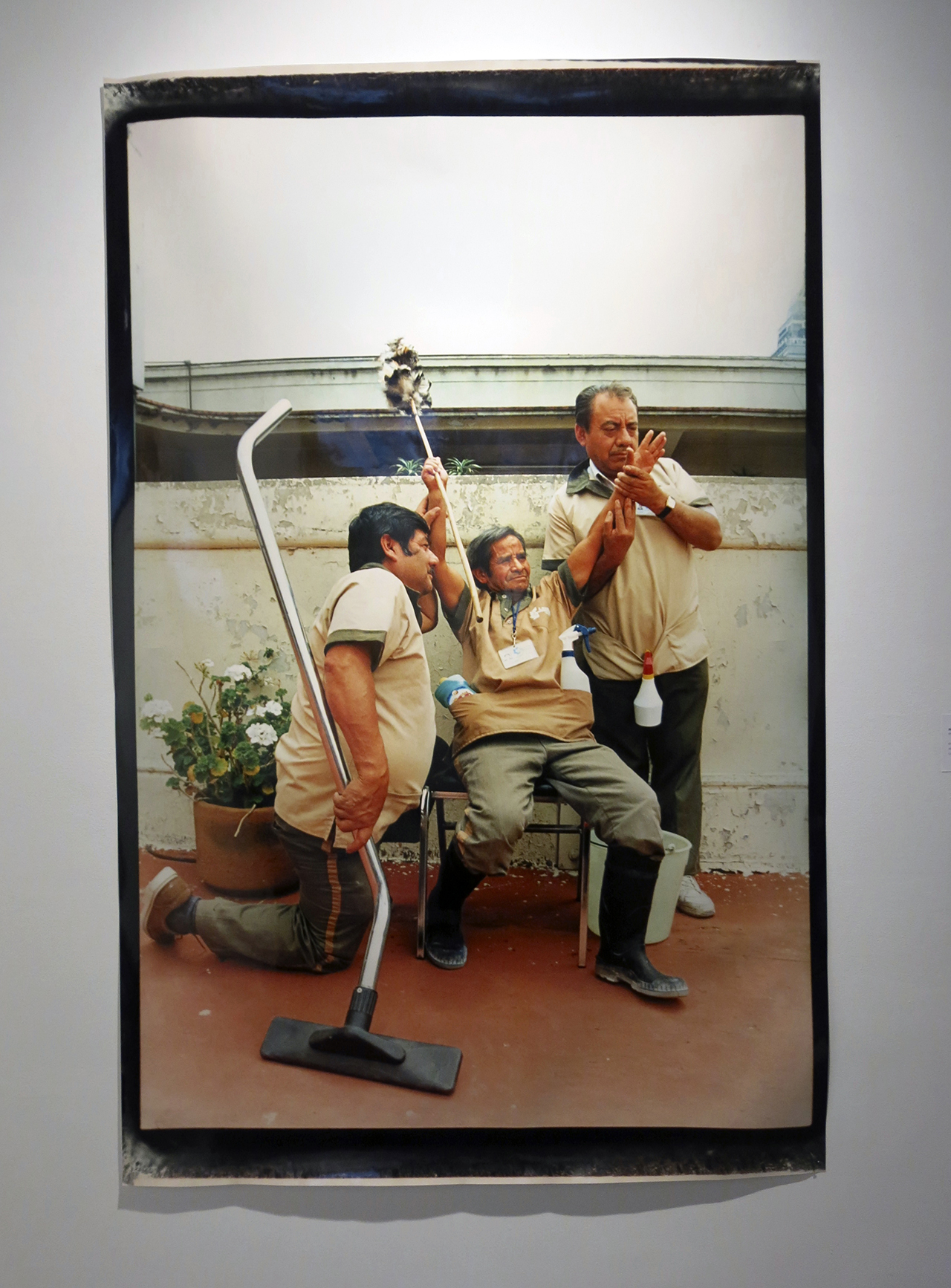 A work from Miguel Calderón's 'Empleado del mes (Employee of the month)' series (1998) (photo by the author for Hyperallergic) (click to enlarge)