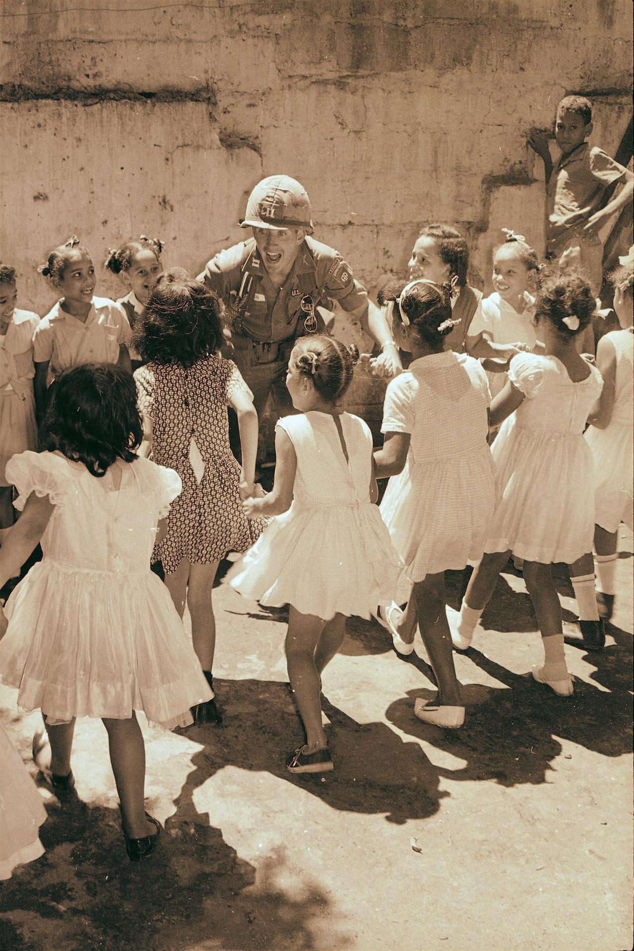 Soldier w kids WHiImageID115236