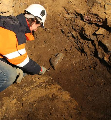 Archeologist, Dr. Rozenn Colleter, excavating the fifth heart-shaped lead urn. Image by Gaétan LeCloire/INRAP
