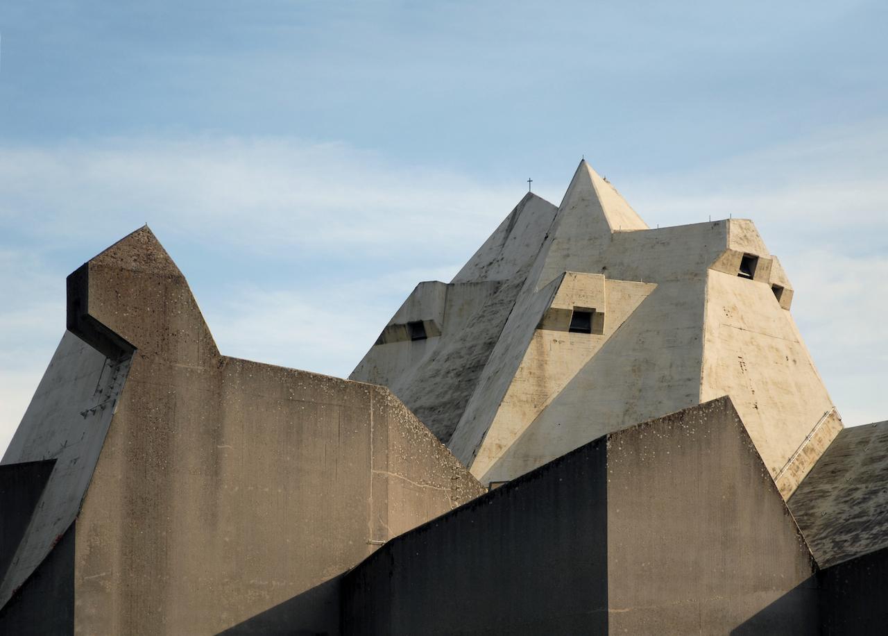 Wallfahrtskirche Neviges.jpg Gottfried Böhm: Wallfahrtskirche, Neviges, Deutschland, 1963–1973 Foto: seiter + seier 2008 (CC BY 2.0)