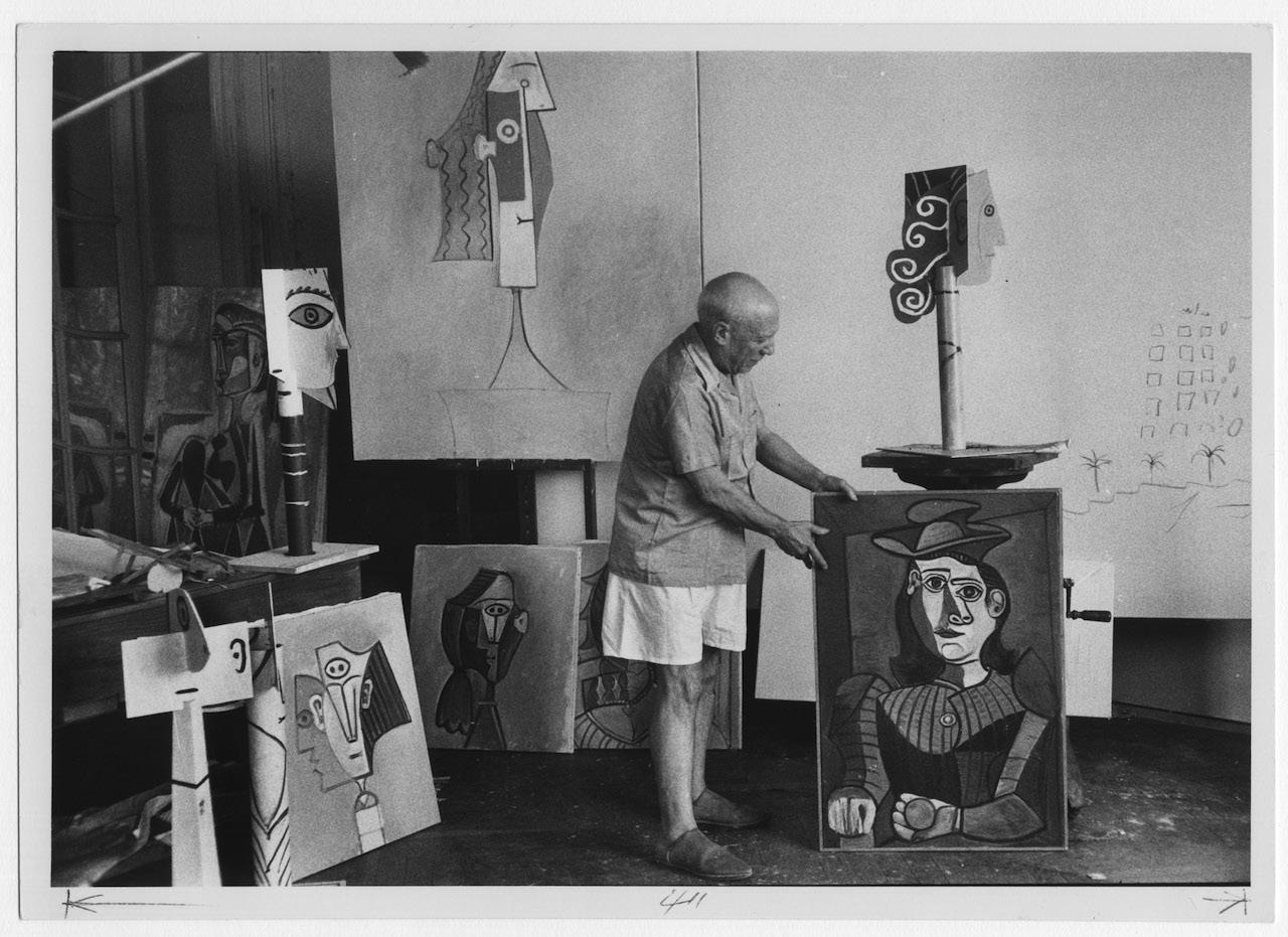 DAVID DOUGLAS DUNCAN - PICASSO IN THE STUDIO