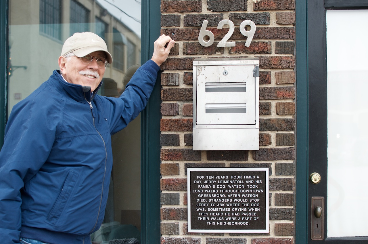 Jerry Leimenstoll with his plaque on South Elm Street in Greensboro (all photos by the author for Hyperallergic)
