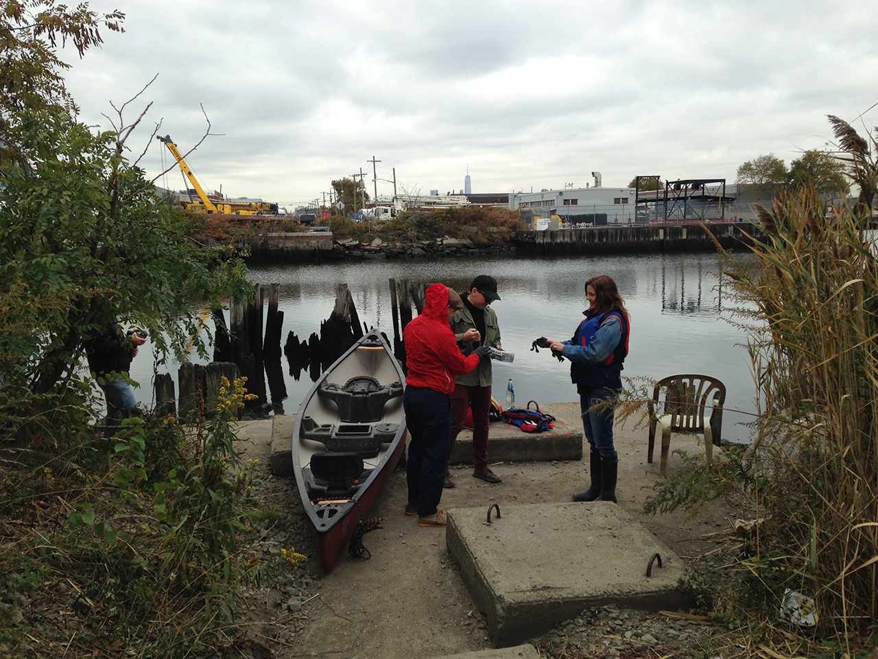 Preparing to head out onto Newtown Creek (all photos by the author for Hyperallergic)