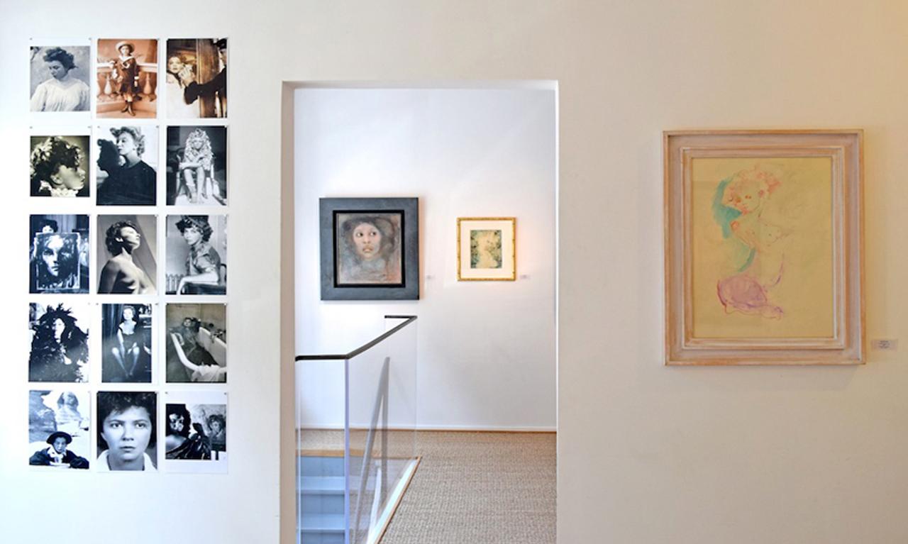 Installation view of 'Cherchez la Femme: Portraits réels et imaginaires' at Galerie Minsky (all photos and images courtesy Galerie Minsky)