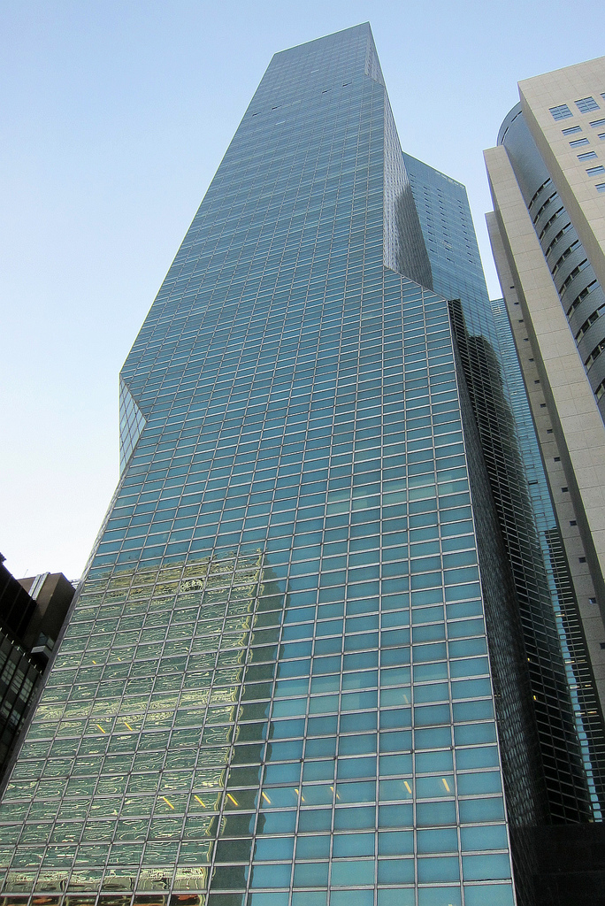 The exterior of the UN Plaza Hotel, now ONE UN New York Hotel (photo by Bosc d'Anjou/Flickr)