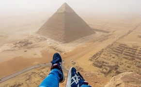Post image for Egypt Bans Teen Who Climbed and Took Photos Atop the Great Pyramid of Giza