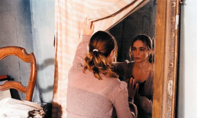 Emmanuelle Béart in Jacques Rivette's L'Histoire de Marie et Julien (The Story of Marie and Julien, 2003).