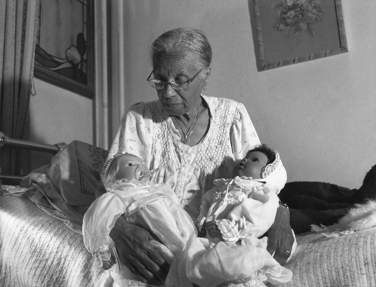 LaToya Ruby Frazier, Grandma Ruby Holding her Babies, 2002