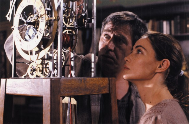 Jerzy Radziwilowicz, Emmanuelle Béart in L'Histoire de Marie et Julien (The Story of Marie and Julien, 2003).