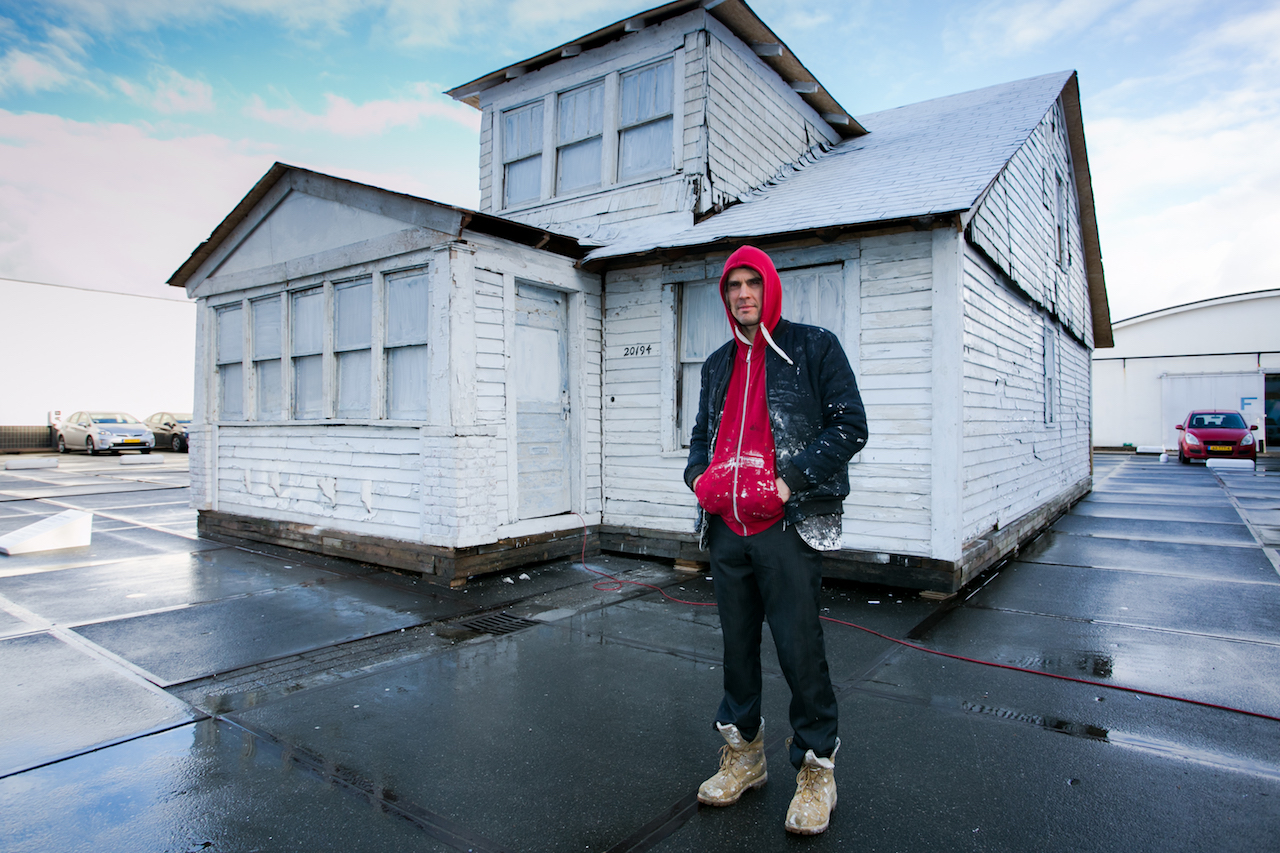 """Artist Ryan Mendoza in front of his """"The White House"""" project at the 2016 Art Rotterdam fair (photo by Geert Broertjes, courtesy Art Rotterdam)"""