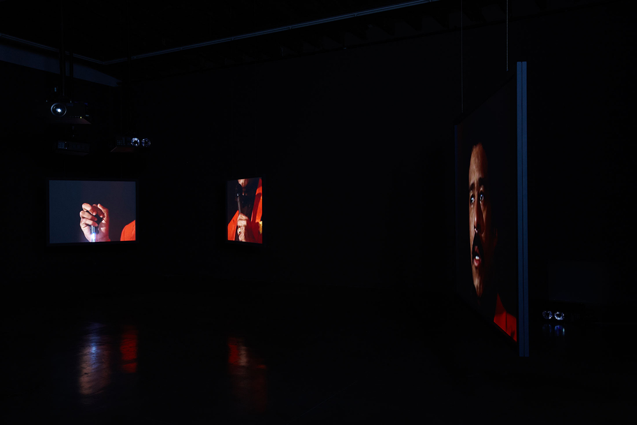 """Glenn Ligon, """"Live"""" (2014), seven-channel video, 80 min, installation view in 'Glenn Ligon: We Need To Wake Up Cause That's What Time It Is,' Luhring Augustine Bushwick, Brooklyn, NY (January 16–April 17, 2016) (photo by Farzad Owrang; © Glenn Ligon; courtesy the artist, Luhring Augustine, New York, Regen Projects, Los Angeles, and Thomas Dane Gallery, London)"""