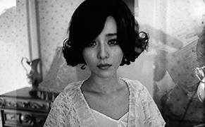 Post image for Photos Capture the Rise of a Carefully Crafted Chinese Celebrity