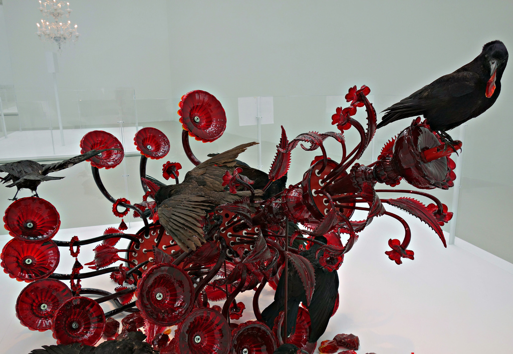 "Javier Pérez, ""Carroña (Carrion)"" (2011), Murano blown glass chandelier, assembled, broken; taxidermied crows, wire, monofilament"