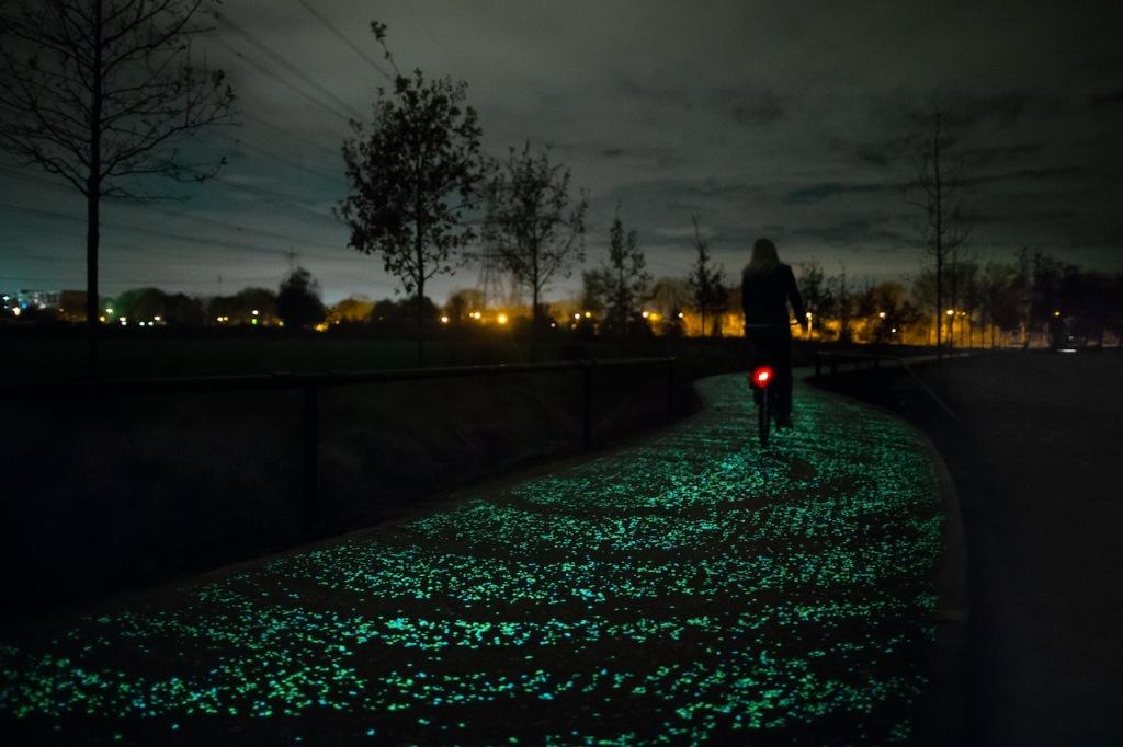 Van Gogh Bicycle Path in the Netherlands (courtesy Daan Roosegaarde & Heijmans)