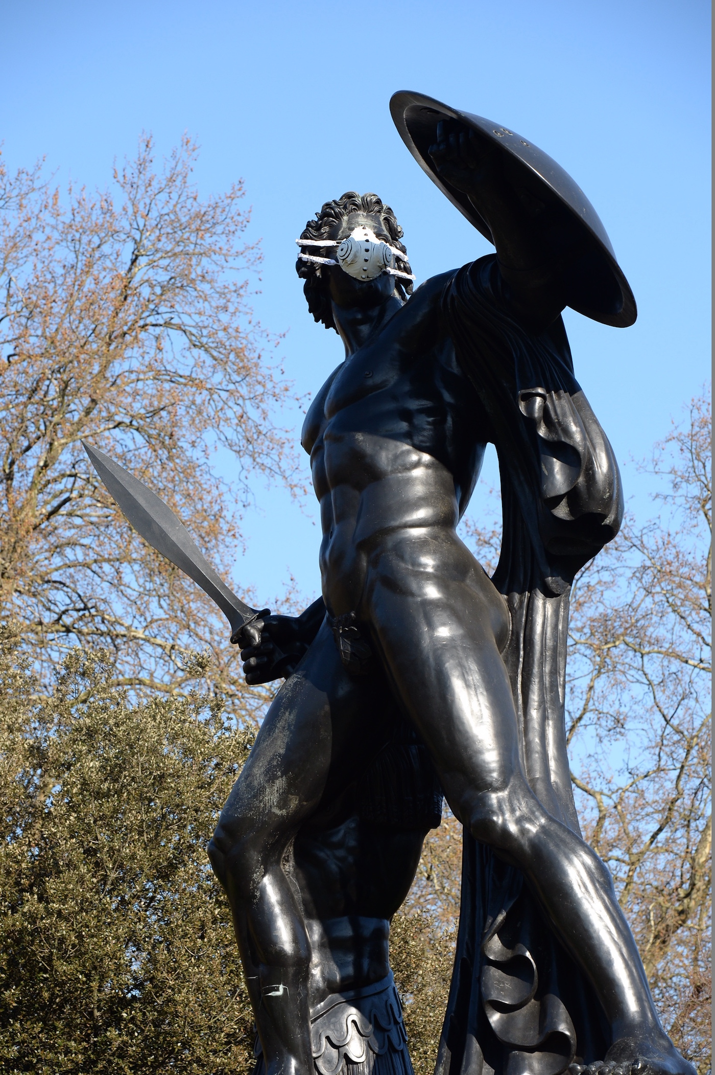 An Achilles statue at Hyde Park with an emergency face mask (photo by Chris Ratcliffe) (click to enlarge)