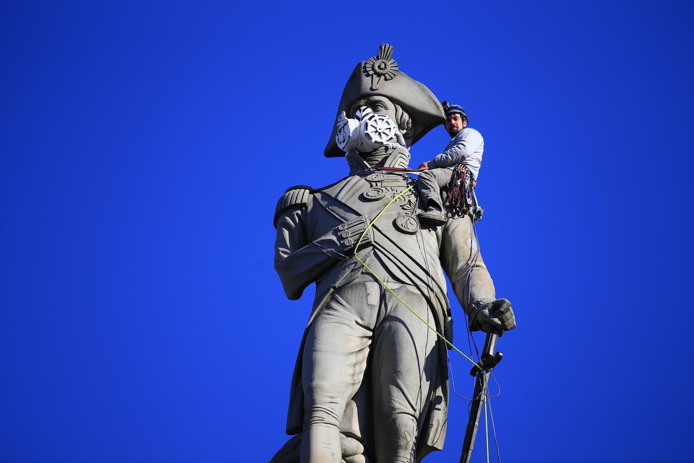 Luke Jones of Greenpeace climbing Nelson's Column at Trafalgar Square (photo by Jiri Rezac)