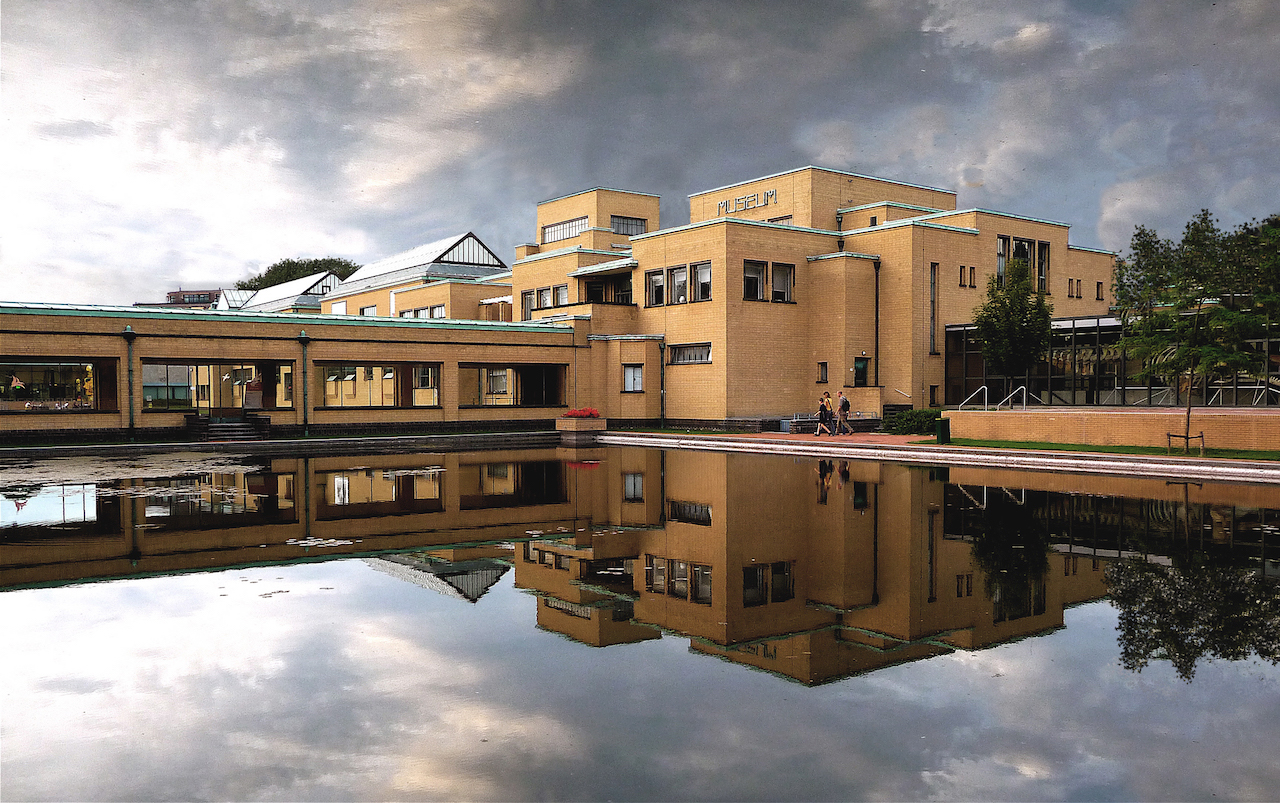 The Gemeentemuseum Den Haag, which has hosted the Vincent Award since 2014 (photo via Wikipedia)