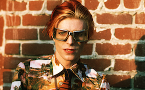 Post image for Rare 1974 Photos Capture Bowie's Godlike Presence
