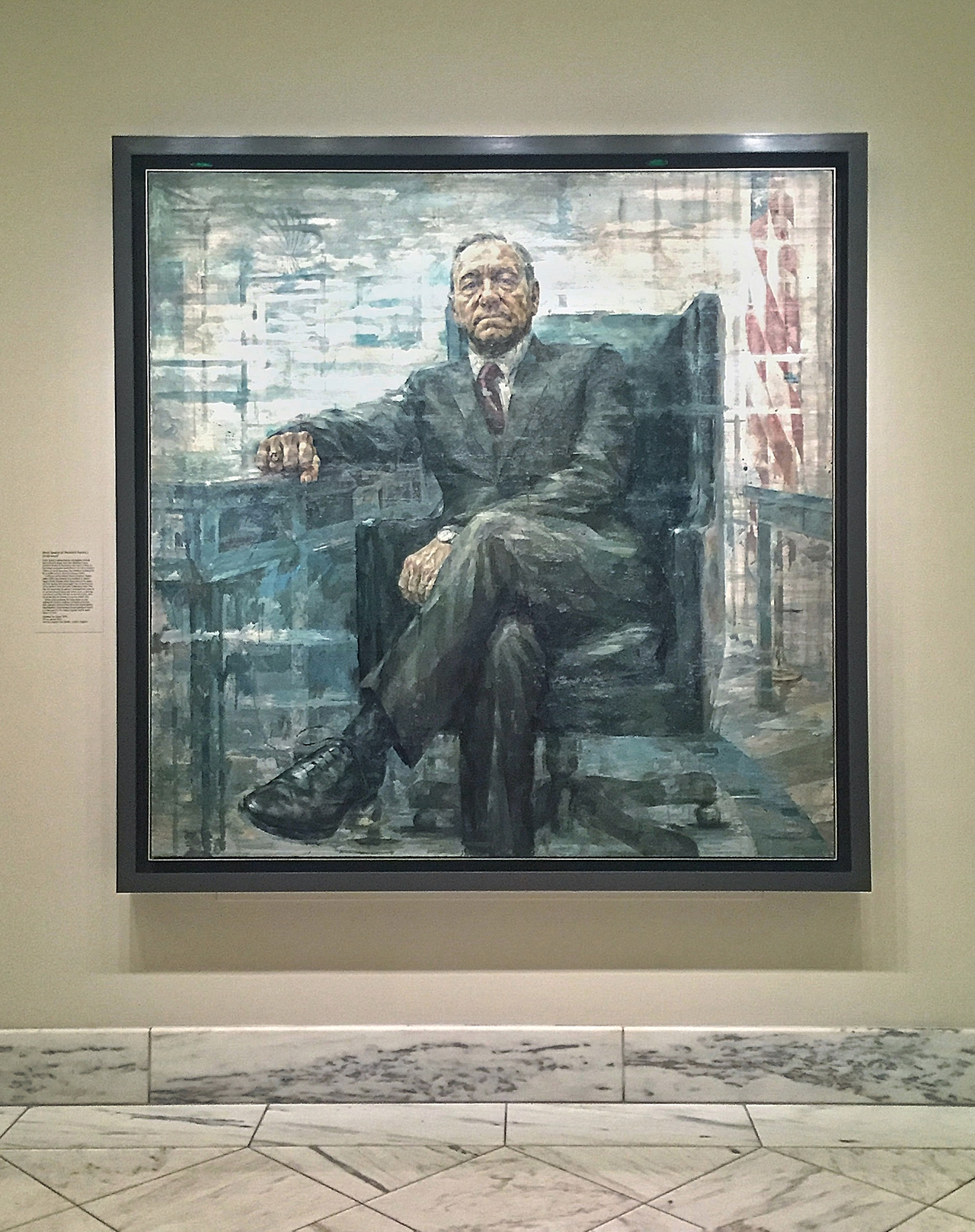 """Jonathan Yeo's """"Kevin Spacey as President Francis J. Underwood"""" (2015) installed at the Smithsonian National Portrait Gallery (photo by the author for Hyperallergic)"""