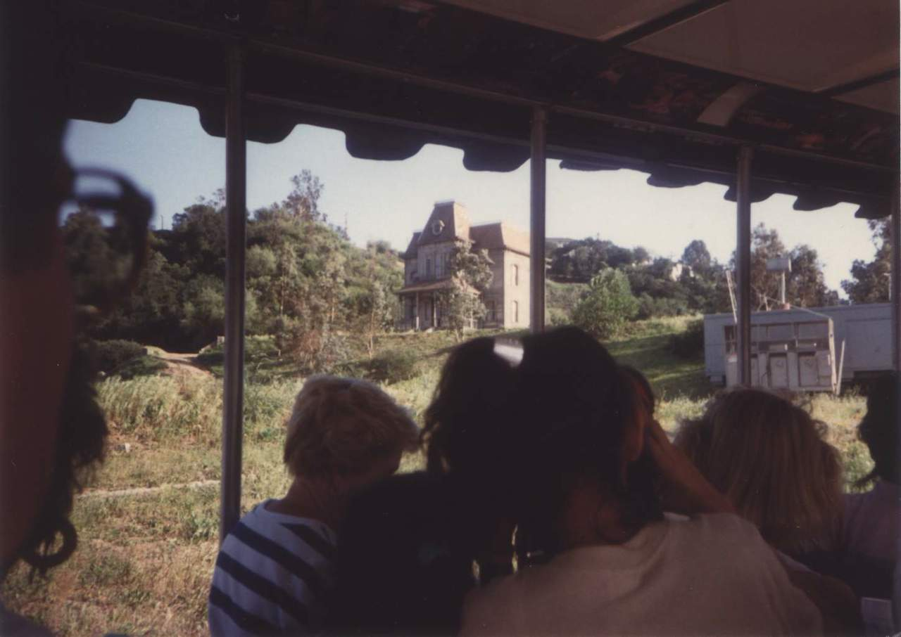 The 'Psycho' house viewed from the Universal Studios tram in 1990 (photo by JGKlein/Wikimedia)