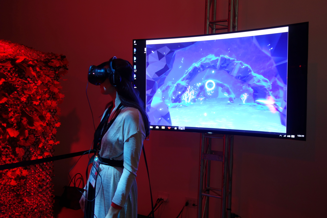 """A festival goer experiencing """"DEEP VR"""""""
