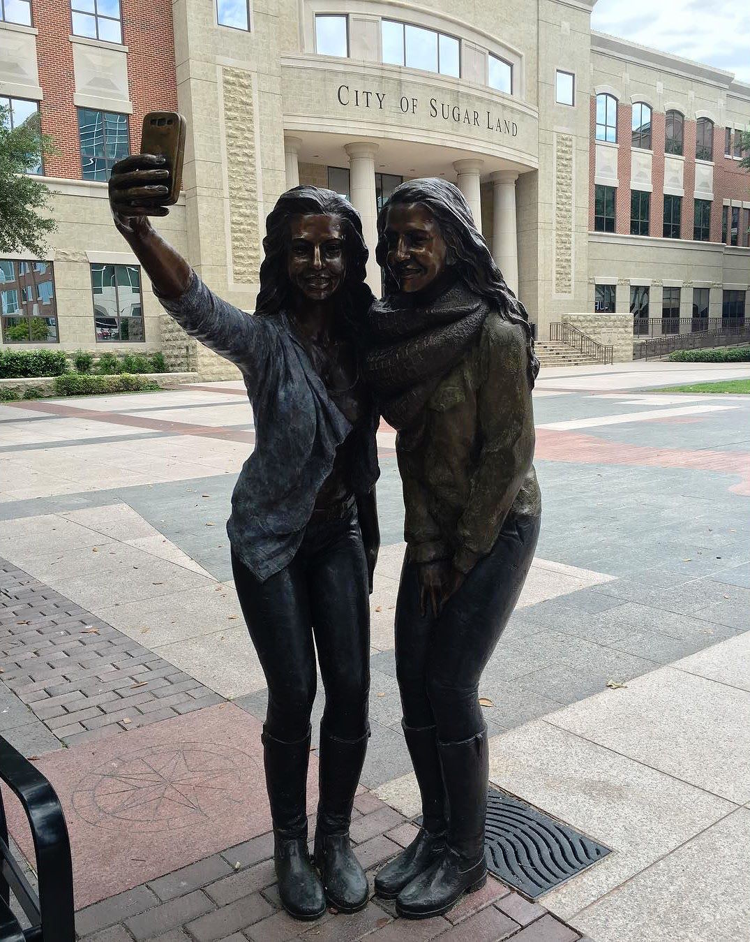 Sugar Land's selfie statue (photo via @hypchk/Instagram)