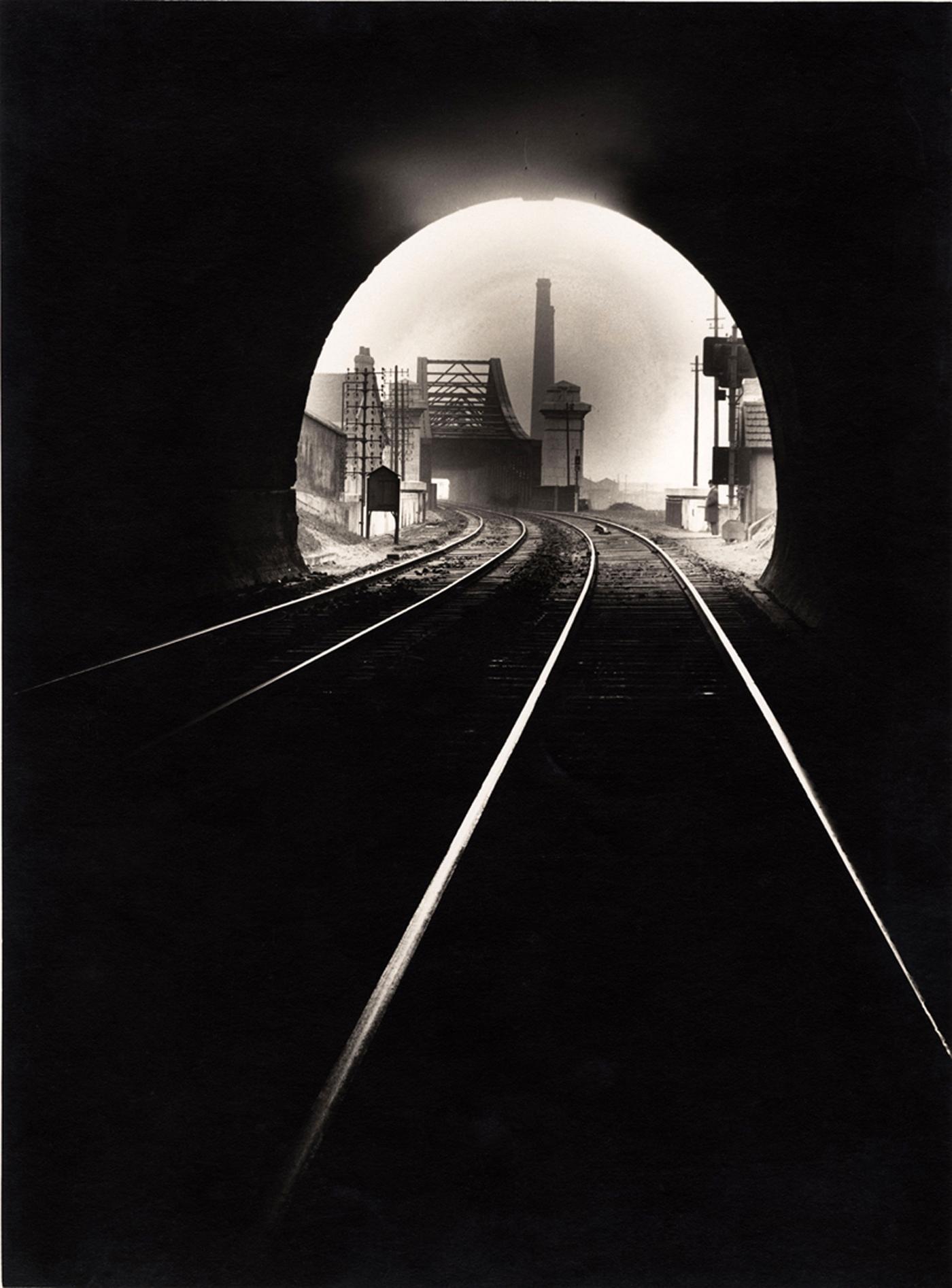 """François Kollar, """"Bouche du tunnel Sainte-Catherine, vers Sotteville-lés-Rouen, Rouen"""" (1932), 16,8 x 22,8 cm (donation François Kollar, Médiathèque de l'architecture et du patrimoine, Charenton-le-Pont)"""