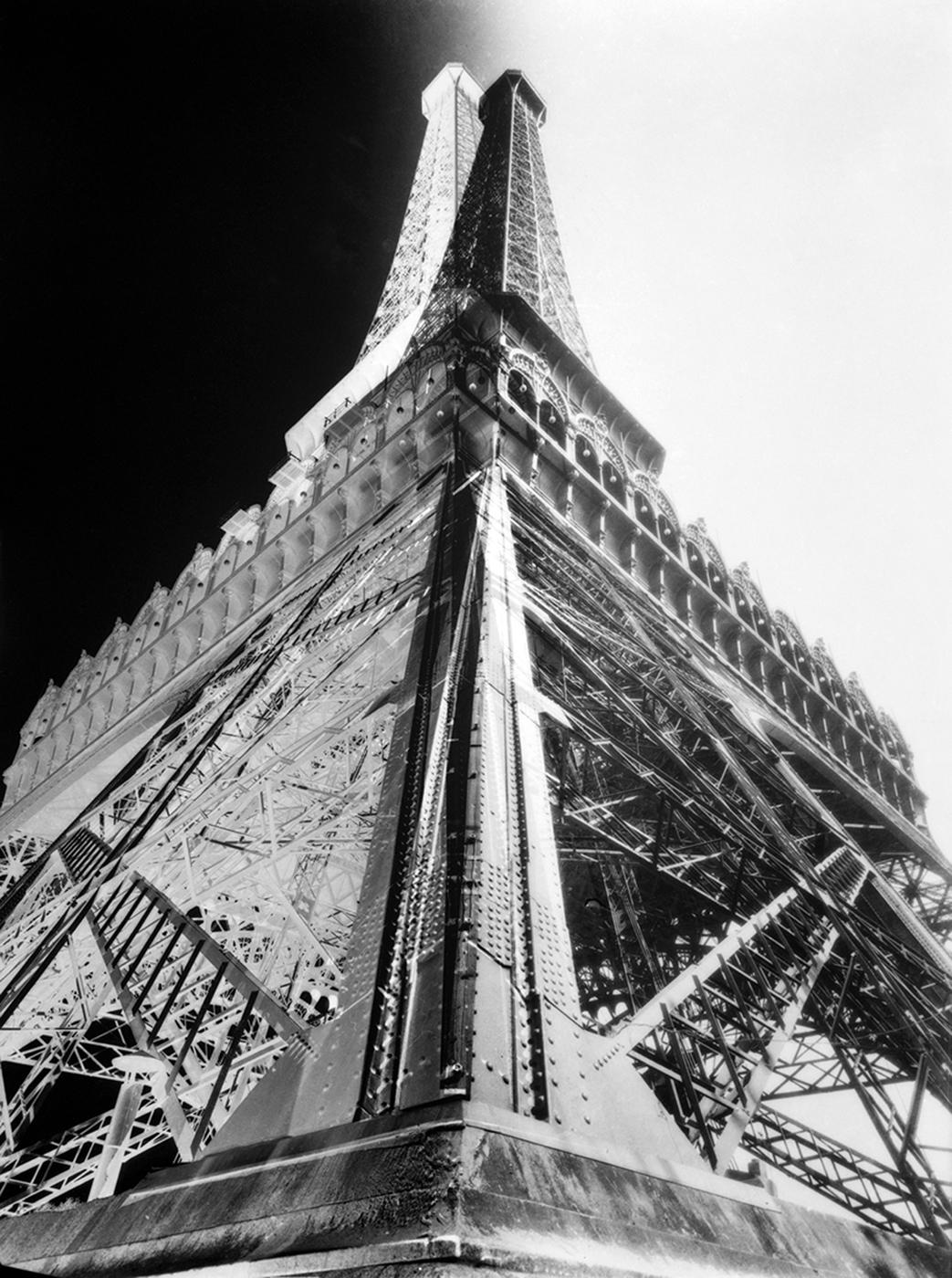 """François Kollar, """"La Tour Eiffel"""" (around 1930) (MNAM/CCI, Centre Pompidou, Paris)"""