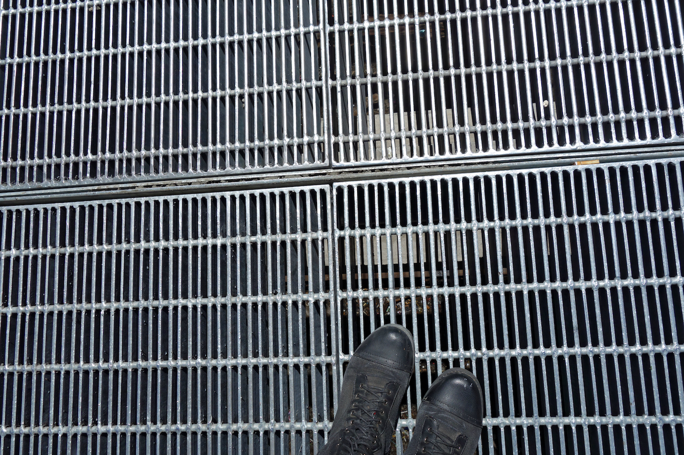 The grate in Times Square that houses Max Neuhaus's sound installation (photo by the author for Hyperallergic)