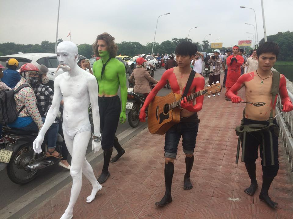 Image of the performance, courtesy Viet Art Space.