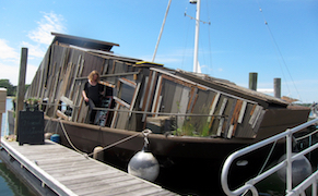 Post image for A Houseboat for Artistic Eco-experimentation Docks Among Yachts