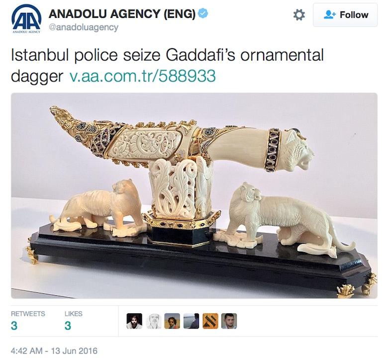 Muammar Gaddafi's dagger, recently seized by Turkish police (screenshot by the author via Twitter)