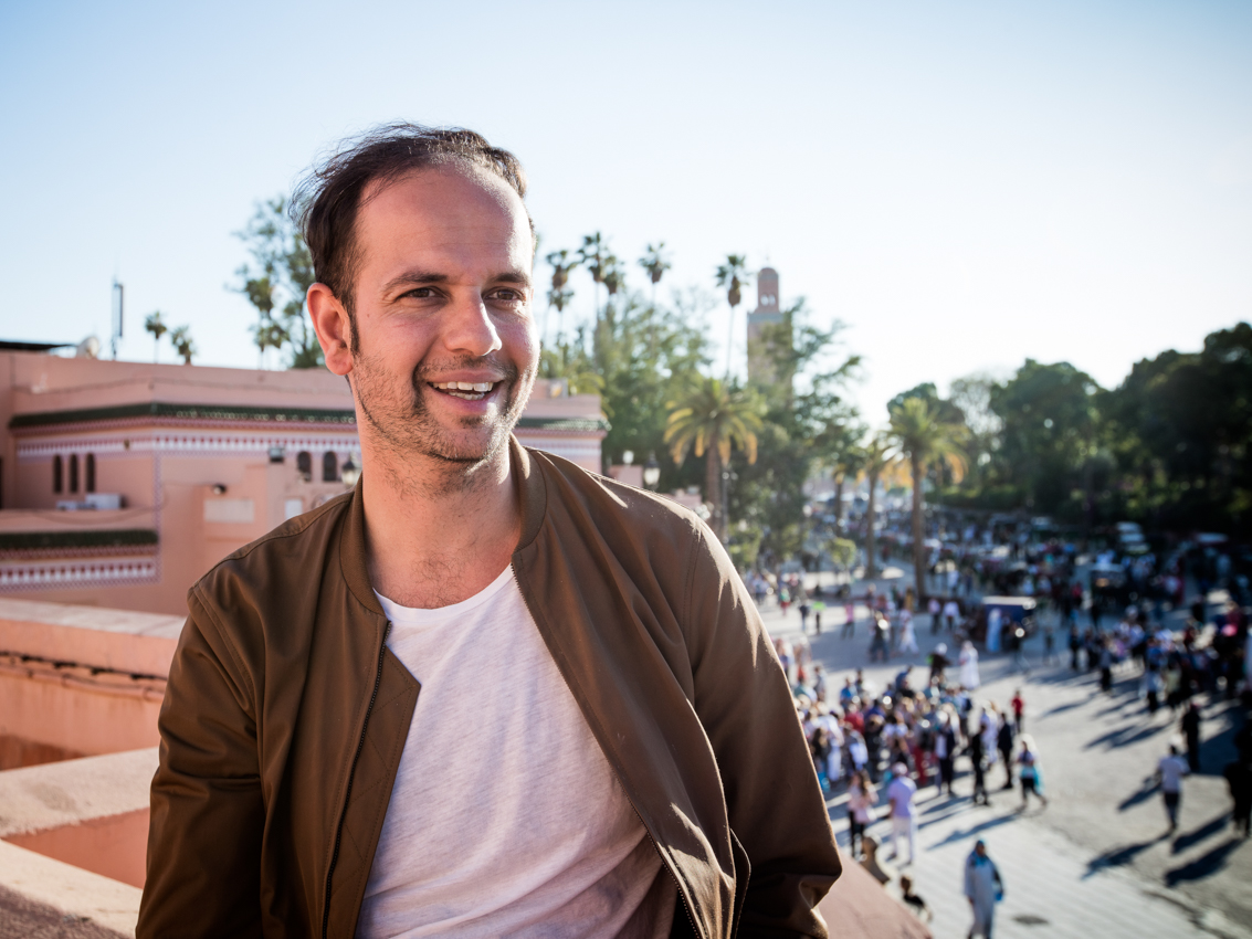 Tino Sehgal in Marrakesh (photo by Khalil Nemmaoui, courtesy the artist)
