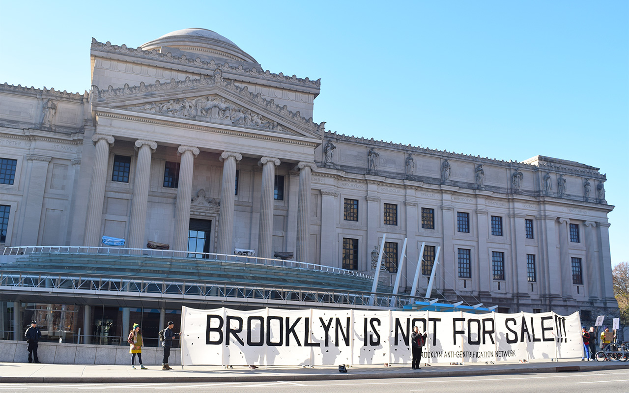The front of the Brooklyn Museum during the 2015 Brooklyn Real Estate Summit (photo by Benjamin Sutton/Hyperallergic)