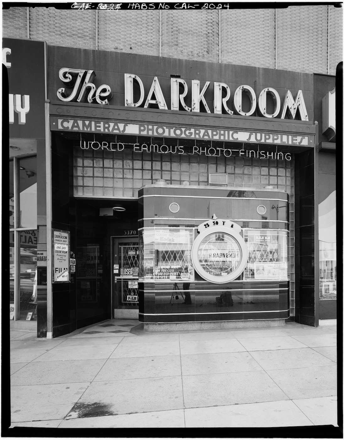 The Darkroom, a camera-shaped camera store, in Los Angeles (1972) (photo by Marvin Rand/Library of Congress)