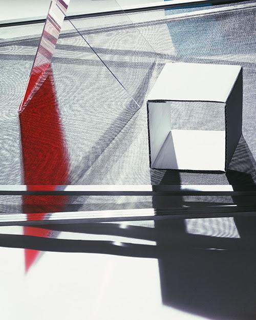 "Barbara Kasten, ""Elemental 4"" (2016), C-print, 70 x 56 inches (via hannahhoffmangallery.com)"